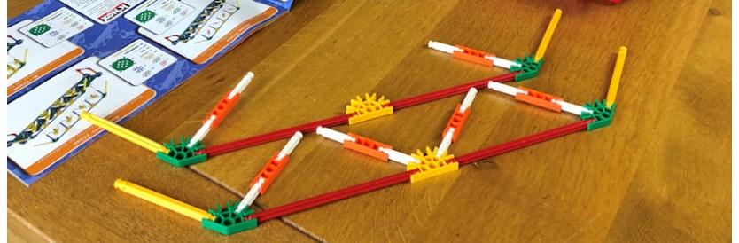 Leerzaam speelgoed: bruggen bouwen met K'nex